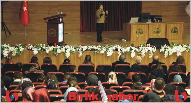 Prof. Aliye Öztan Acemhöyük Kazılarını Anlattı