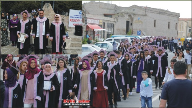 180 Öğrenci İlçe Meydanında Mezuniyet Sevinci Yaşadı