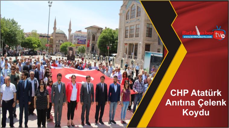 CHP Atatürk Anıtına Çelenk Koydu