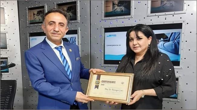 Prof.Dr.Ramazan Çakır'a başarı ödülü verildi