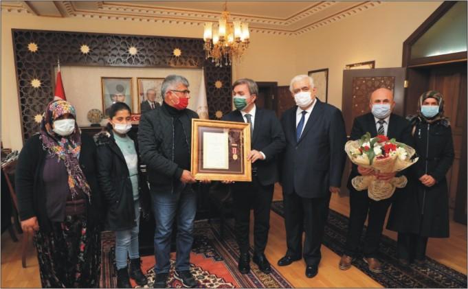 Şehit Ailesine 'Devlet Övünç Madalyası' verildi
